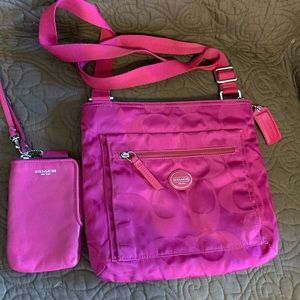 (2) BUNDLE DEAL COACH CROSSBODY & WRISTLET